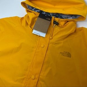 The North Face Women's Medium Liberty Woodmount Water Repellent Recycle Raincoat